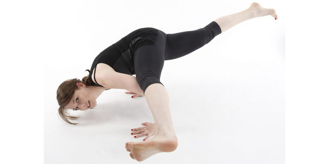 asana de yoga Eka Pada Koundinyasana II